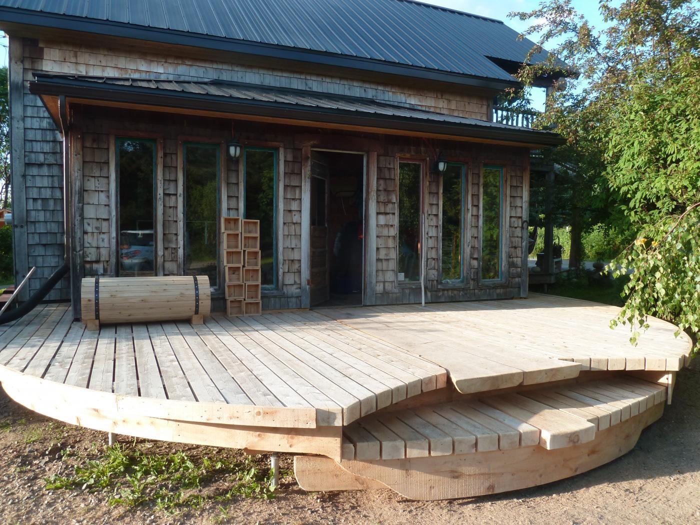 Patio Le petit moulin du 4 milles - Artisans du cèdre - Cédrières - Saunas - Les barils - Cantons de l'Est - Estrie