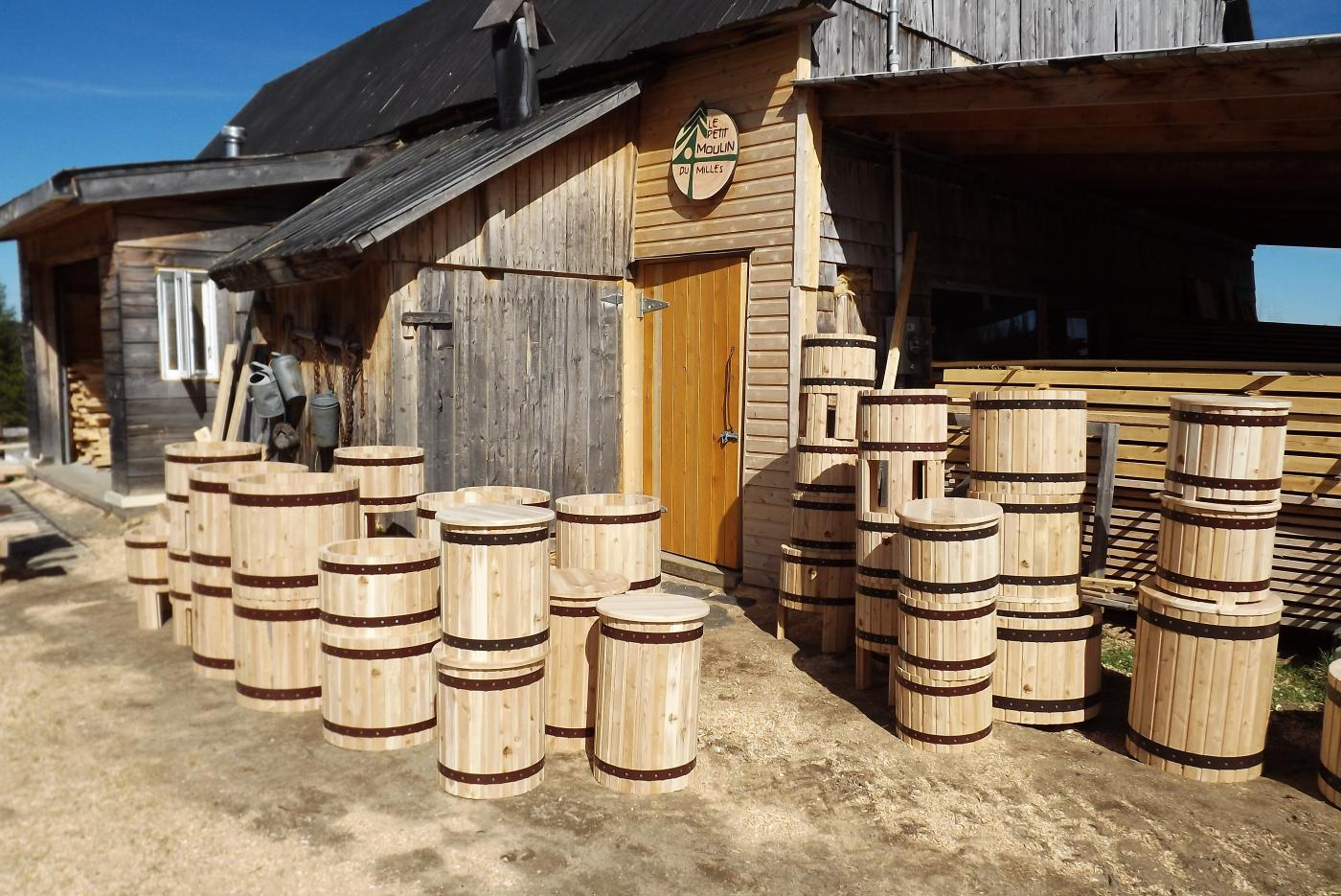 Pots a fleurs - Le petit moulin du 4 milles - Artisans du cèdre - Cédrières - Saunas - Les barils - Cantons de l'Est - Estrie