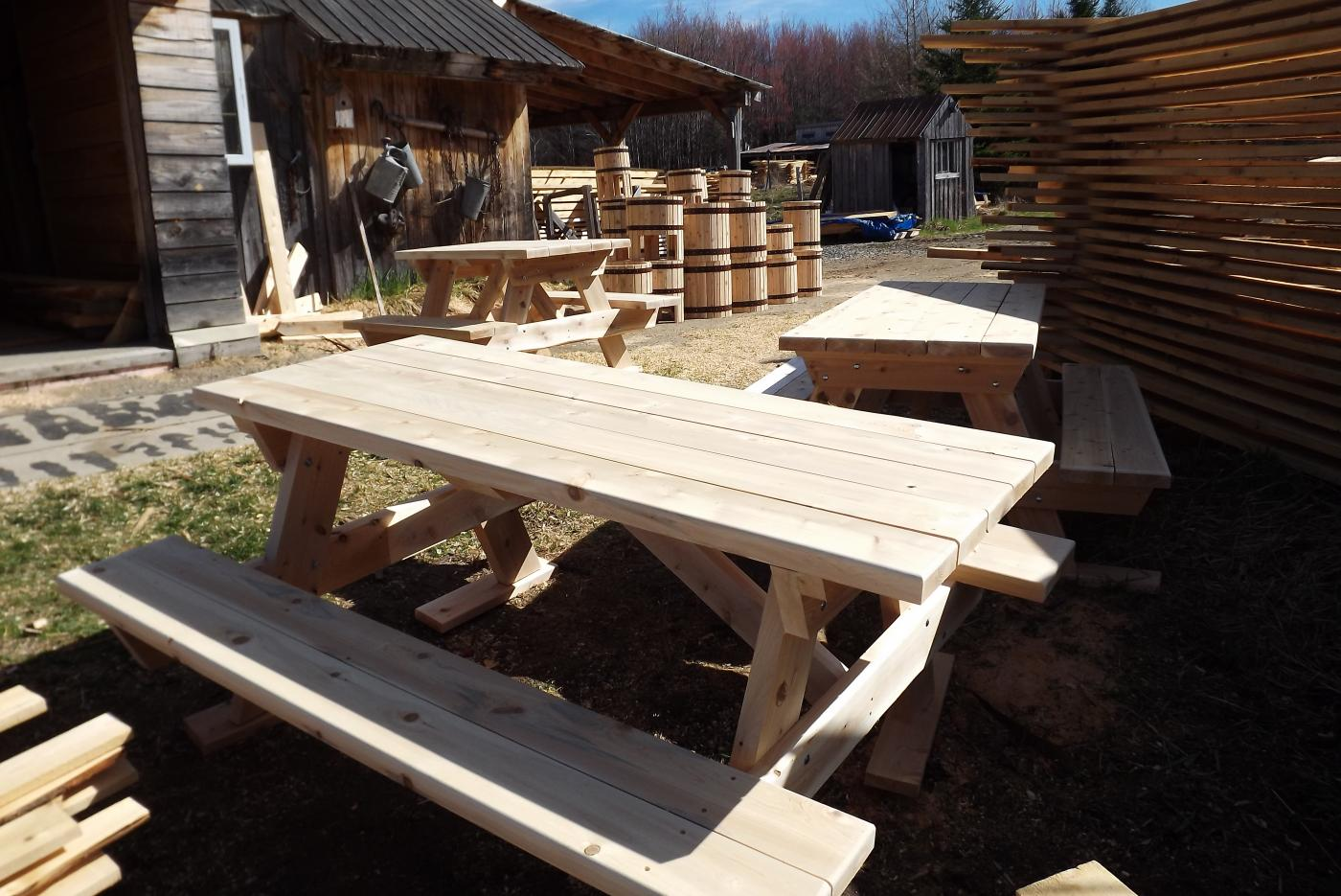 Table de picnic - Le petit moulin du 4 milles - Artisans du cèdre - Cédrières - Saunas - Les barils - Cantons de l'Est - Estrie